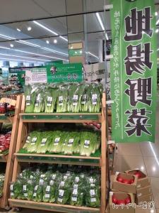 今日は、小松菜・水菜・フリルアイスを、地場野菜コーナーに置いていただいています♪(※こちらは朝一番の写真です)
